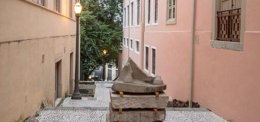 Monumento Nenhum. Intervenção urbana de Giselle Beiguelman no Beco do Pinto. Foto: Ana Ottoni